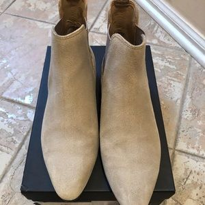 Banana Republic suede ankle boots 🥾